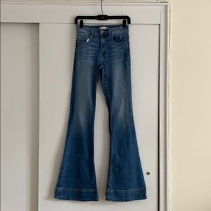 Alice + Olivia bell jeans size 25